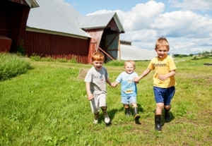 kids-in-field_417x288